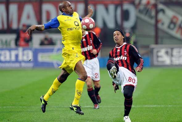 Al conocer el traspié del Inter, Milan jugaba su encuentro ante el Chiev...
