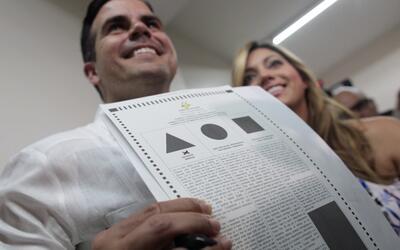 Ricardo Rosselló participa en la votación