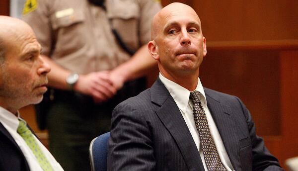 Bruce Lisker en una vista para su exoneración en 2009