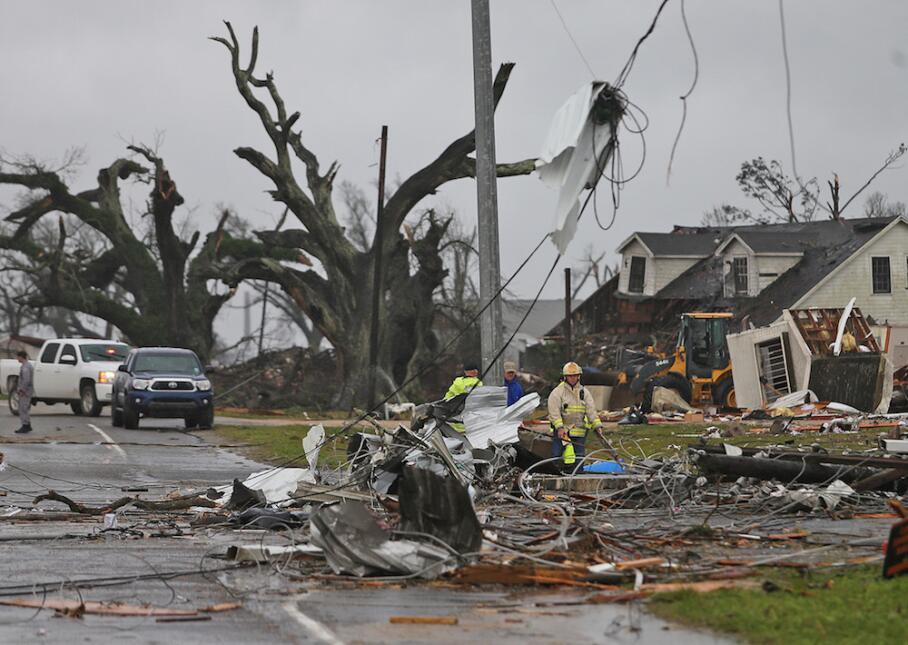 Tormentas y tornados azotan Louisiana y Mississippi tornado3.jpg