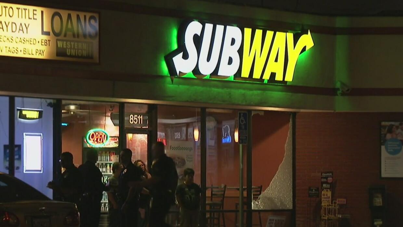 Asalto y tiroteo en un restaurante Subway de Los Ángeles
