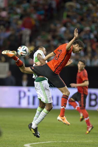 13 Diego Reyes  Es un defensa con buen trato de pelota y gran ubicación...