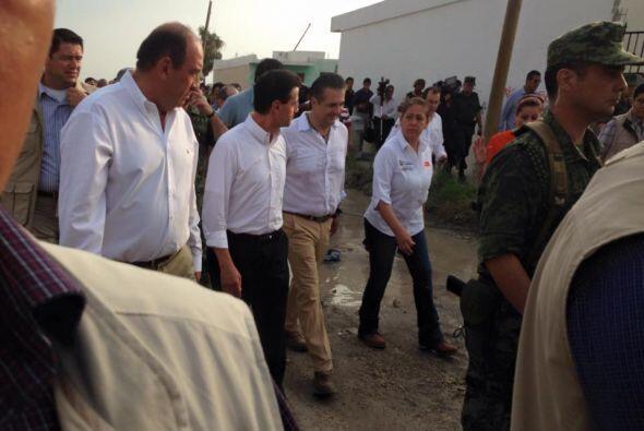 Durante el recorrido, el presidente evaluó los daños que sufrió la comun...