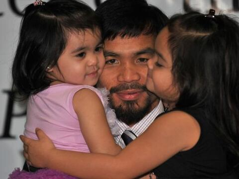 Manny Pacquiao llegó a Filipinas, luego de su contundente triunfo...