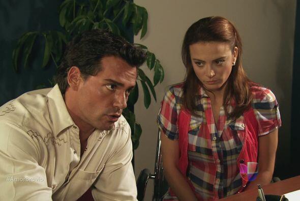 """Daniel y Camila buscan ayuda por cualquier medio para arrebatar """"La Malq..."""