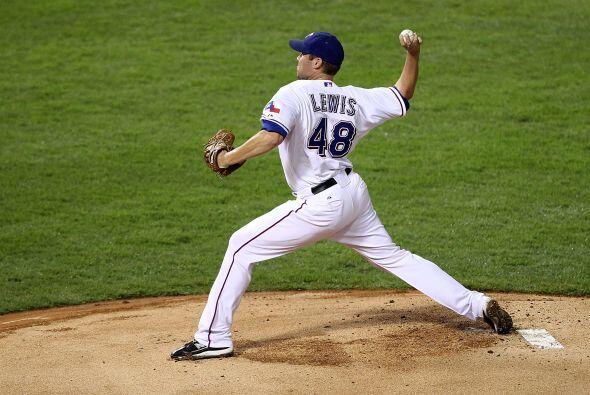 Colby Lewis, pitcher ganador de ese segundo juego, sólo hab&iacut...