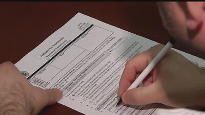 Demoras en el proceso de solicitud de ciudadanía, un periodo de espera y riesgo