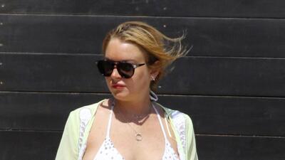 Lindsay Lohan en traje de baño ¿y con pancita?