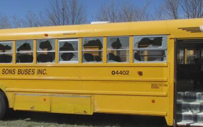 Buscan a los responsables de vandalizar al menos 30 autobuses escolares...