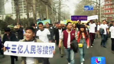 Protestas en China por desaparición de pasajeros del vuelo 370