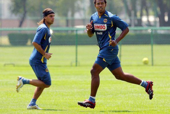 Isella llegó al fútbol chapín con el Peñarol (ahora Halcones FC) y despu...