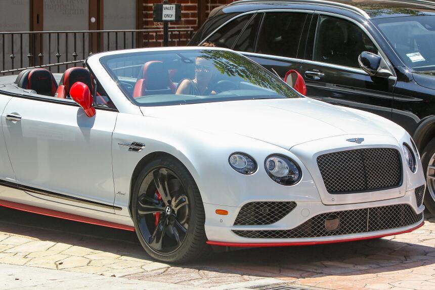 Los fabulosos autos de las modelos de Victoria's Secret BG_AAABS170805_0...