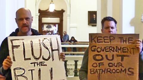 Activistas se manifiestan en contra de la iniciativa SB6 pues aseguran q...
