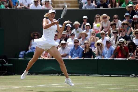 Sharapova fue de menos a más antes de ganar siete games seguidos...