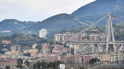 Fotos: Decenas de muertos por el derrumbe de un puente en una autopista en Italia