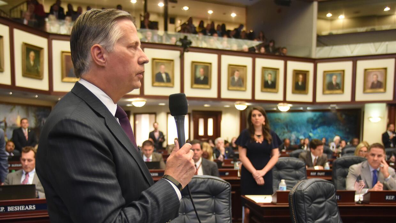 El republicano Larry Metz representa al distrito 32 en la Cámara de Repr...