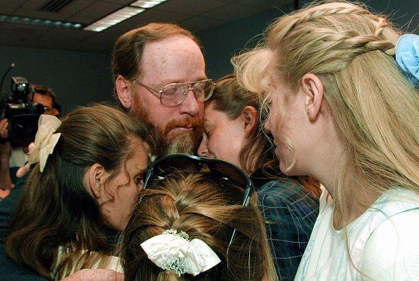 Green fue acusado en 2001 de cuatro casos de bigamia ya que vivía con la...