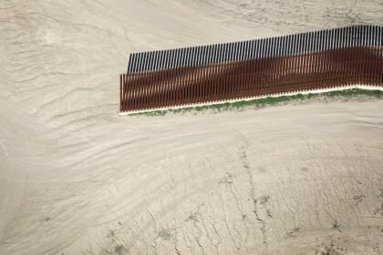 <b>McAllen, Texas. </b>La ciudad fronteriza estadounidense tiene una valla peatonal en la zona céntrica, que se interrumpe en las áreas remotas.