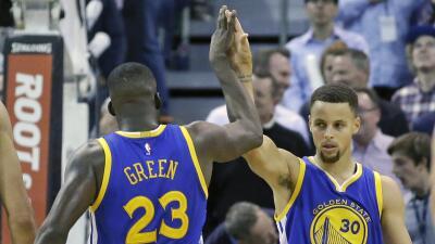 Curry anotó 26 puntos y los Warriors sufrieron para lograr su 19na victoria