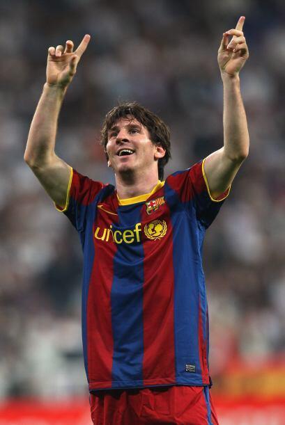 Las manos de Messi bailan al ritmo de la hinchada del equipo 'culé'.