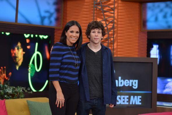 Karla Martínez no se quedó atrás y muy sonriente posó junto a Jesse.