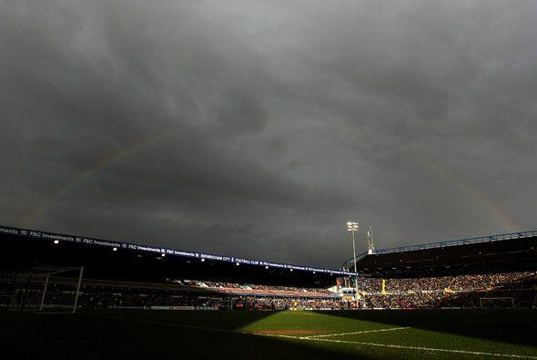 Había pronóstico de tormenta sobre Inglaterra, y aunque no llovió, hubo...