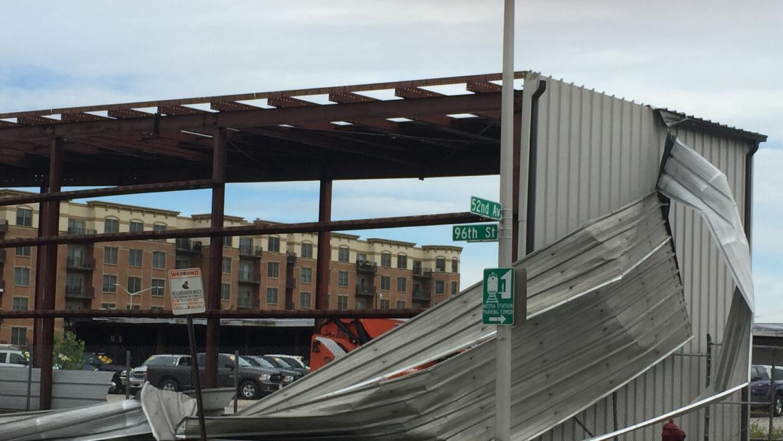 Graves tormentas causan daños en un inmueble en la 52nd Avenue y...
