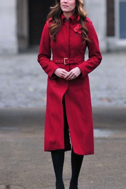 Kate Middleton nos muestra la forma correcta de usar un abrigo.