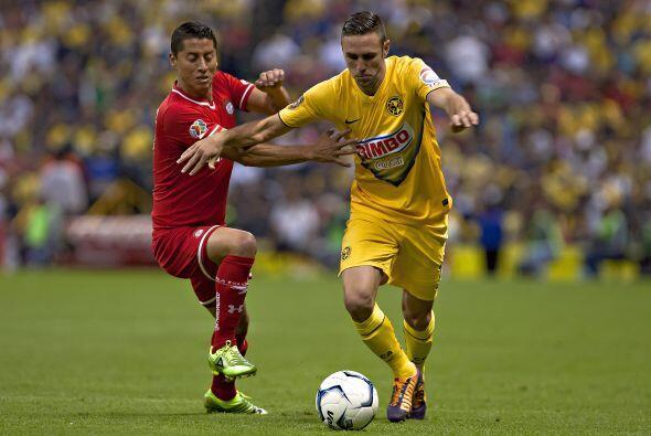 19 MIGUEL LAYÚN.- Es uno de los futbolistas de moda en el balompié aztec...
