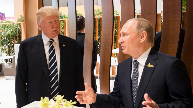 Donald Trump y Vladimir Putin durante la Cumbre del G-20 en Hamburgo.