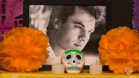 Le dedicamos un altar de Día de Muertos a Juan Gabriel
