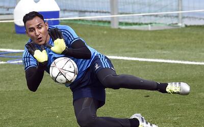 Keylor Navas viaja a Costa Rica para recuperarse de su lesión junto a su...