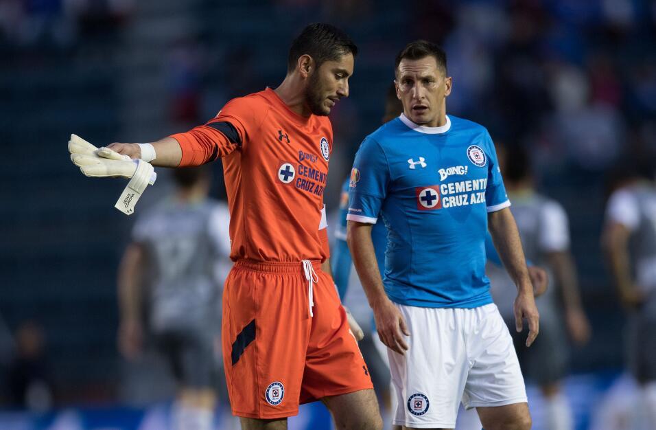 Suspenden a Mauricio Pinilla por insultar y golpear a árbitro 20161119_3...