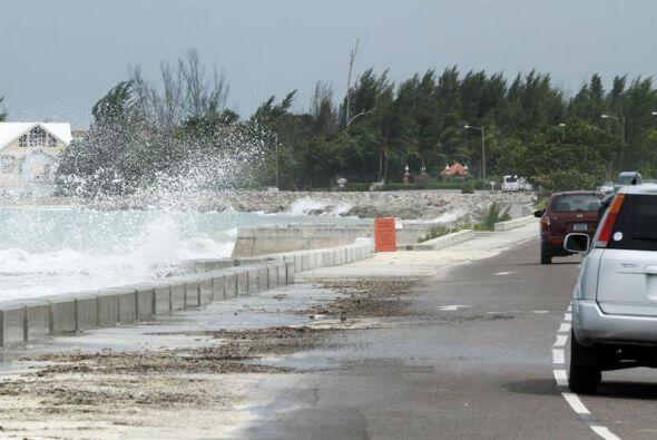 Nueva Providencia, Bahamas, donde se muestra el poder de las olas del hu...