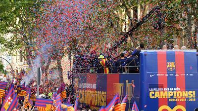Las calles de Barcelona se vistieron de azulgrana con el título de la Liga de España