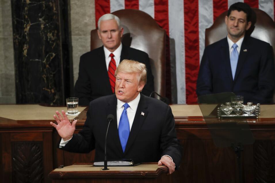 El presidente Donald Trump comienza su discurso del Estado de la Uni&oac...