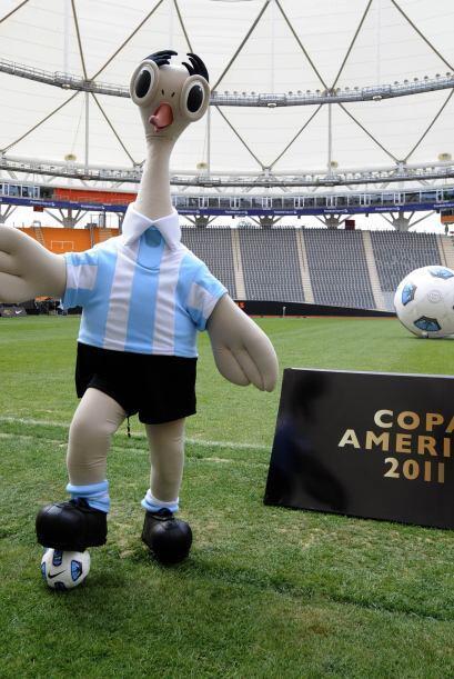 Suri se puso la camiseta de la selección argentina y prometió entretener...