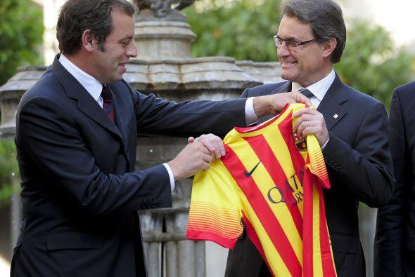 Sandro Rosell aseguró que este nuevo uniforme es bueno para España, alej...