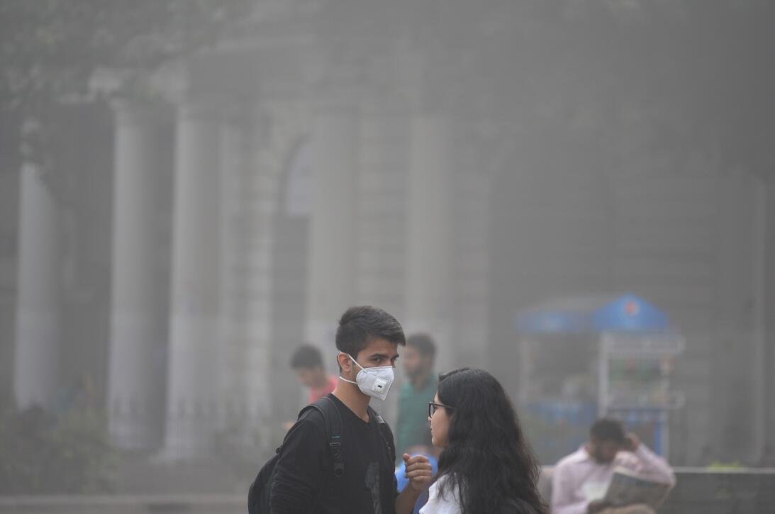La contaminación del aire asfixia a Nueva Delhi  2gettyimages-871929686.jpg