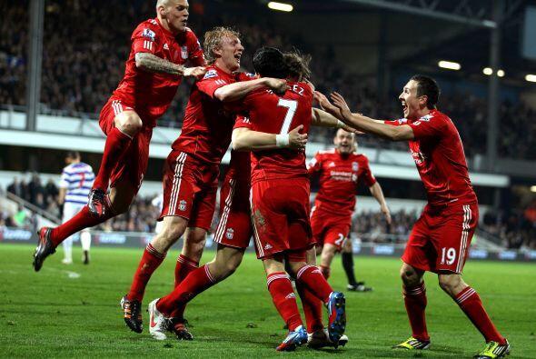 Más tarde, fue el holandés Dirk Kuyt quien puso el 2-0 para Liverpool.