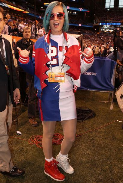 ¡Así saludó Katy Perry a los aficionados al football!