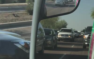 Caos vehicular por incendio de maleza que provocó cierres de carreteras