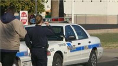 Policia de Phoenix en medio de una investigacion