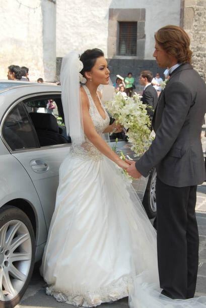 """La primera vez que se casó en una telenovela fue en """"Teresa"""" con el guap..."""