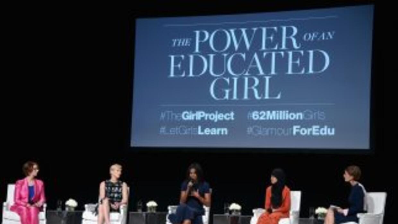 La primera dama, al centro, formó parte del panel moderado por la editor...