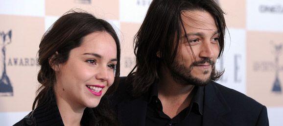 Su ex esposo Diego Luna apoyó a la actriz en lanzarse como cantan...