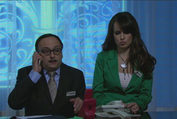 El jefe llamó a Cipriano para avisarle que su mamá se hospedaría en el h...