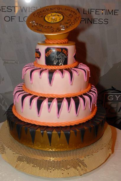 Incluso los novios más 'pesados' pueden tener un pastel encantador y con...