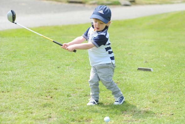 Según relatan, el pequeño comenzó golpeando una pelota en su jardín y lu...