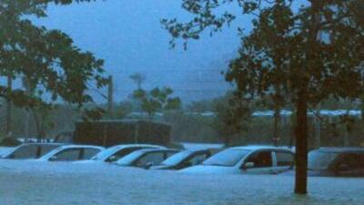 A su paso por Filipinas y Taiwán, el poderoso tifón Megi dejó una estela...
